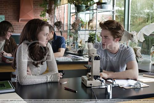 Bella (Kristen Stewart) &amp;amp; Edward (Robert Pattinson) in Biology Class of Twilight Pictures, Images and Photos